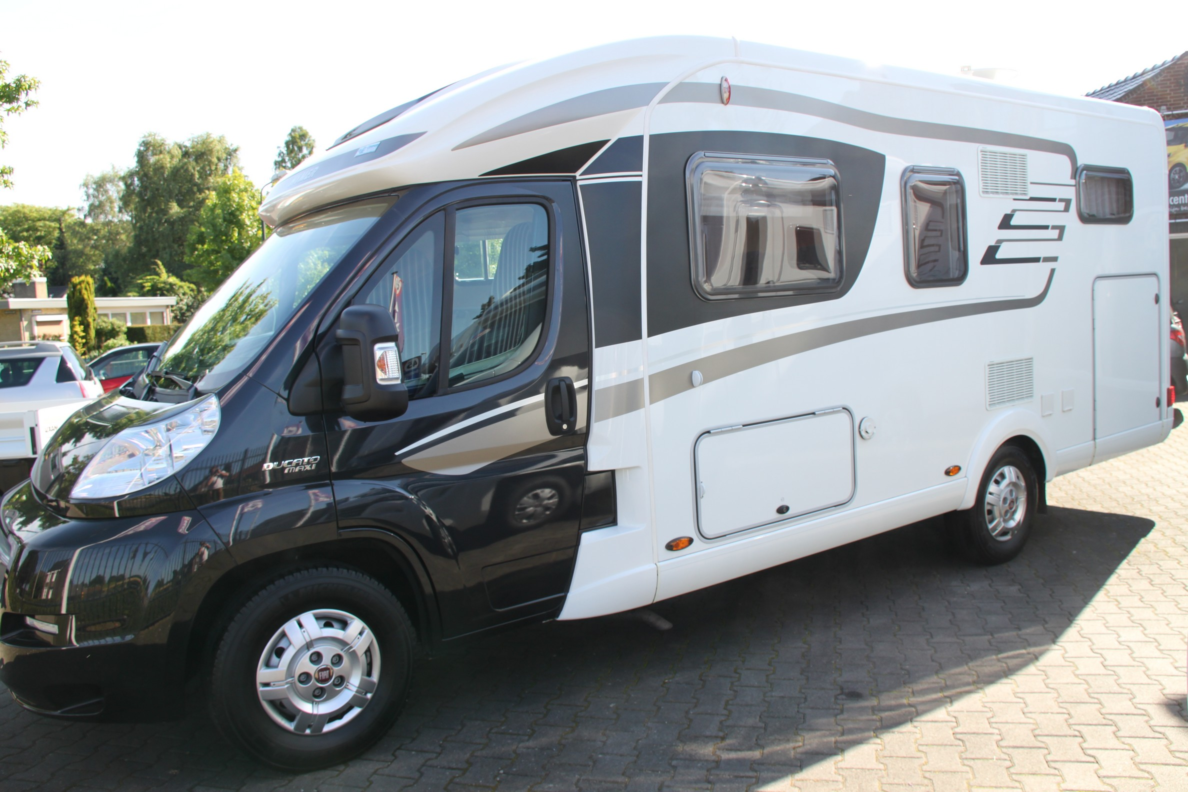 hymer tramp 614 cl brommobielcenter limburg occasions. Black Bedroom Furniture Sets. Home Design Ideas